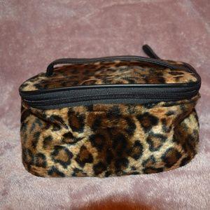 Handbags - Cheetah Makeup Case